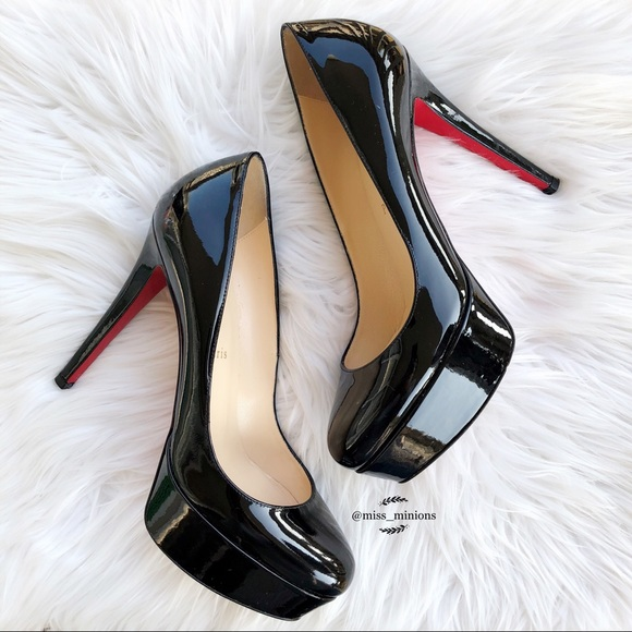 huge selection of 367e2 f6bb6 Christian Louboutin Bianca Black Patent Heels 120